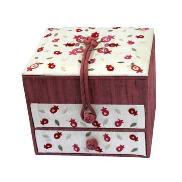 תמונה של קופסא תכשיטים רקומה -2 מגירות - רימונים - BE-1   יאיר עמנואל