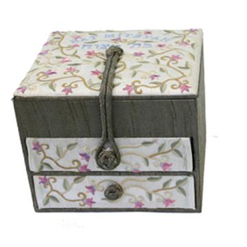 תמונה של קופסא תכשיטים רקומה -2 מגירות - בת מצווה - BE-2 | יאיר עמנואל