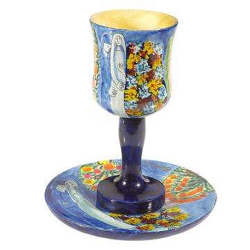 תמונה של גביע קידוש + תחתית - ציור יד על עץ - חתן וכלה - CU-8 | יאיר עמנואל