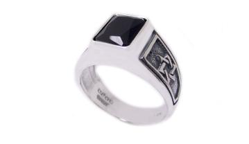 תמונה של טבעת כסף קולג' מלבנית עם מגני דוד בצדדים  