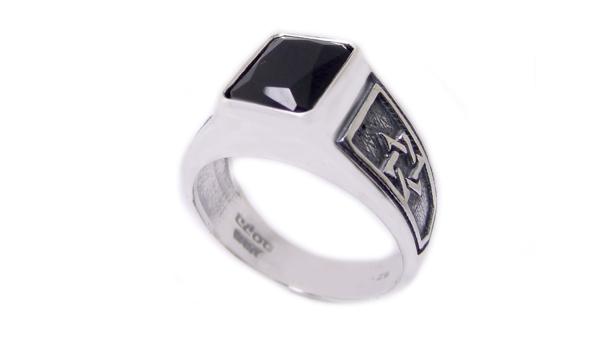 תמונה של טבעת כסף קולג' מלבנית עם מגני דוד בצדדים |